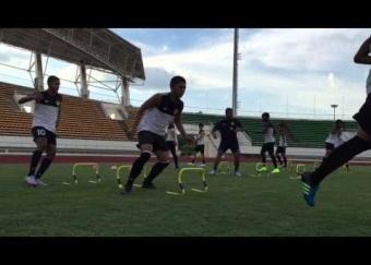 Sesi latihan pertama skuad Harimau Muda C di Stadium Nasional Laos